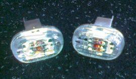 Suzuki Swift oldalvillogó pár fehér-kristály